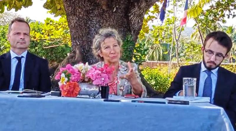 السفيرة الفرنسية تشكر الحكومة القمرية في عدم ملاحقة بلادها في المحافل الدولية  وتشكو تراجع نفوذ بلادها